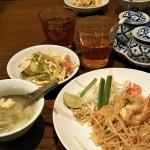 金曜日のパッタイ(タイ風ビーフン炒め)