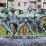 鼬川プロムナードの彫刻≪WOMEN≫