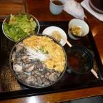 日本橋「ぼんぼり」の親子丼は地鶏の炭火焼なんです。おしゃれ?