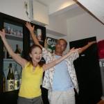 オリジナル曲「国道58号線」の踊りを皆で踊る