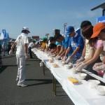 10回大会記念イベント「ジャンボ巻き寿司つくり」なんと長さ18m!!