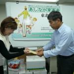 2012年に義援金を御手渡しした林田所長