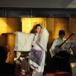 「青葉の笛」の音に合わせて舞う千花麗美子先生