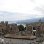 「ギリシャ劇場」紀元前3世紀にこんな建築が!