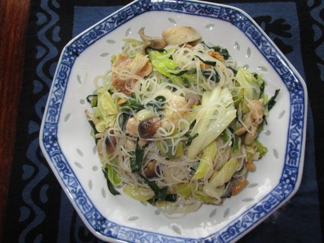 野菜たっぷりビーフン炒め