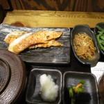 帰りは田町駅傍の定食屋さんで680円の銀鮭定食を