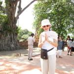 木の根っこに仏像の首が見えますか?