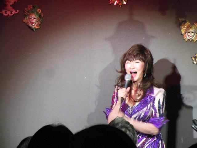リンダさんの迫力ある歌声が響く