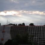 向かって右側には彩雲らしきものも見える