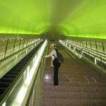 美術品にたどり着く前に立ちはだかる階段