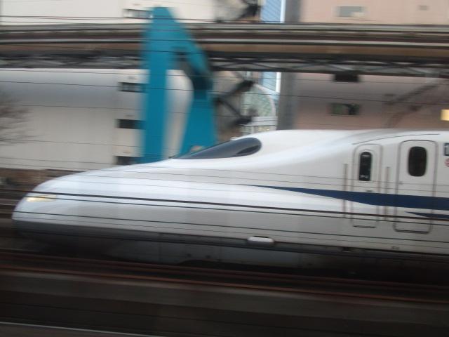東海道線と新幹線はしばらく並んで走る