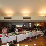 クリスマス祝会には手作りの料理が並びます