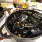 街のレストランで食べたムール貝