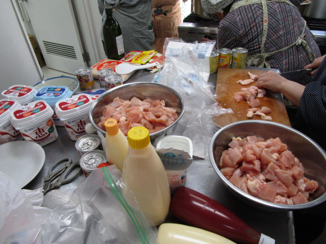 チキンをヨーグルトに漬け込む