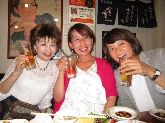 パリ3姉妹はシャンパンではなくホッピーで乾杯