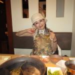 若いお嬢さんはしゃぶしゃぶを食べて「ボーノ!」
