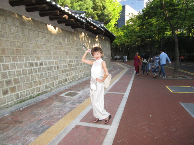 徳寿宮の外側の石垣道