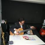 スタジオに到着してすぐにギター