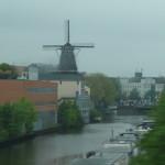 アムステルダム市内。風車はアンリ見られなくなった