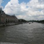 長雨でセーヌ川はかなり増水していた